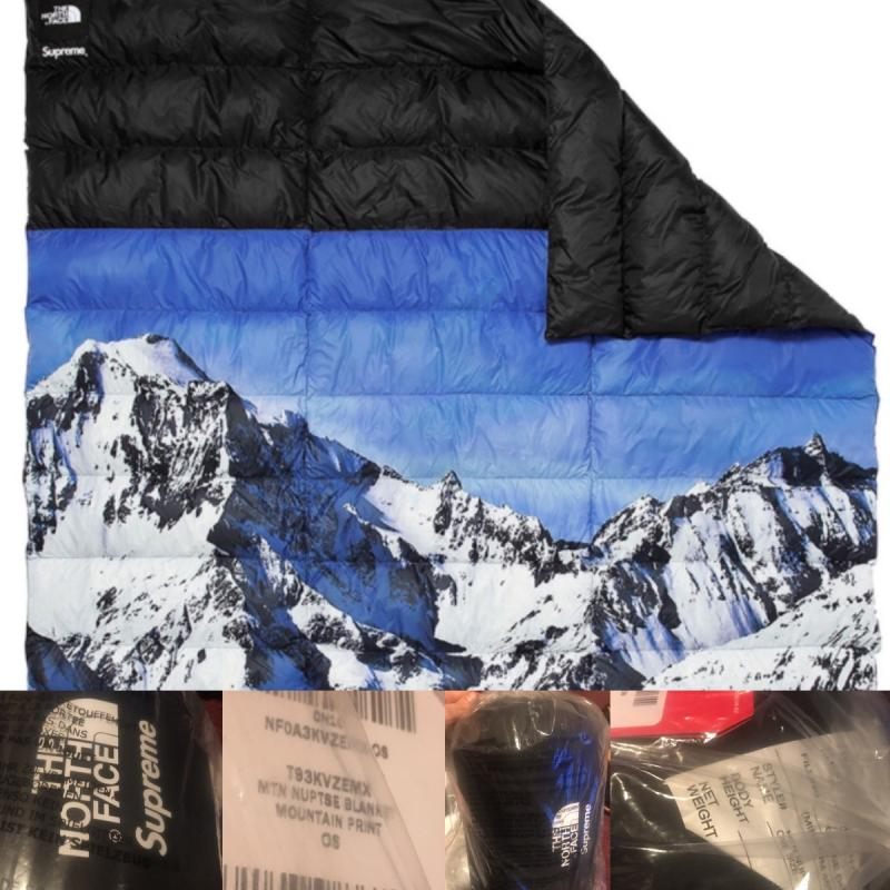 bc5896699 FW17 Supreme x THE NORTH FACE Mountain Nuptse Blanket • Accessories ...