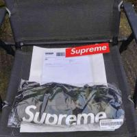 Supreme hand warmer Camo IN HAND | Image 1